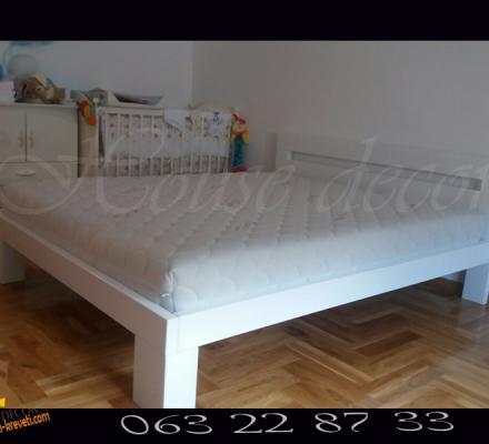 Bračni krevet Quadro u beloj boji sa dušekom Casper 160×200